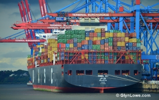 Jebel Ali, Ships in Hamburg by www.GlynLowe.com CC BY 2.0