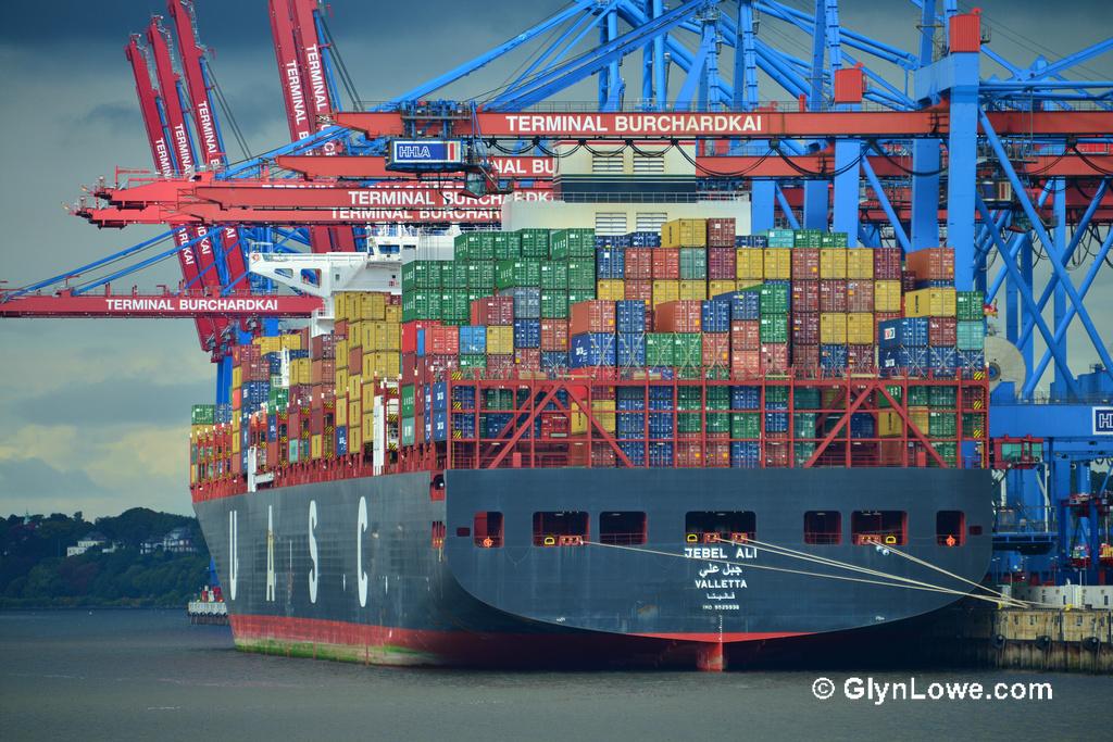 Maritime Consultancy-Jebel-Ali-Ships-in-Hamburg-by-www.GlynLowe.com-CC-BY-2.0.jpg